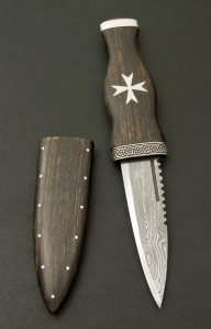 Sgian Dubh with Red Jasper Pommel Stone and Silver Maltese Cross