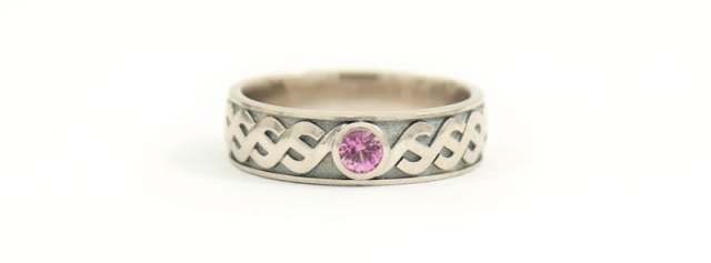 Nordic  engagement ring in white gold with a pink sapphire